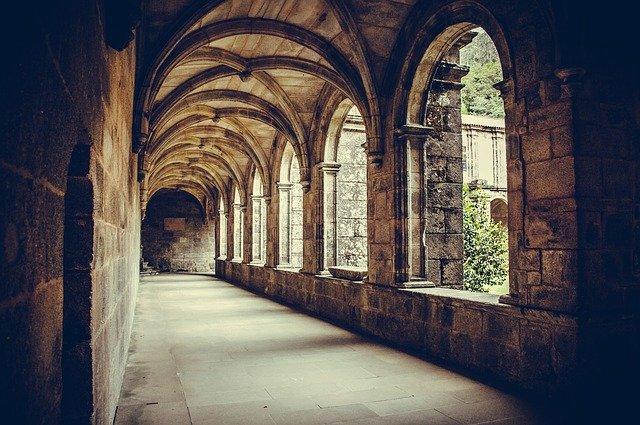 podloubí gotické stavby
