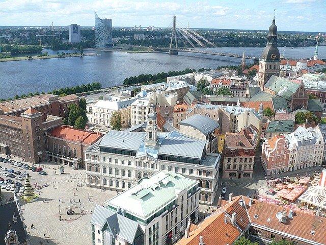 město u řeky