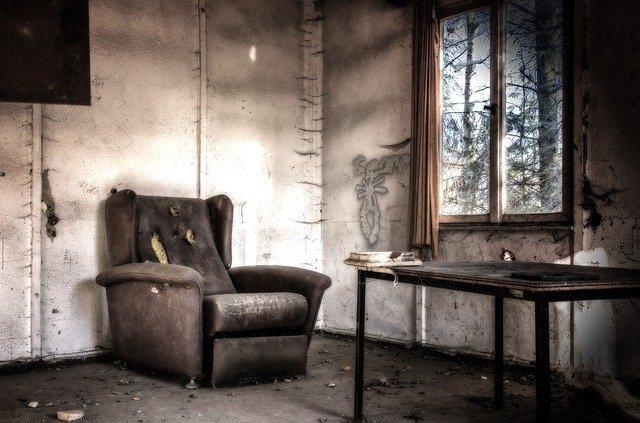 zchátralý pokoj