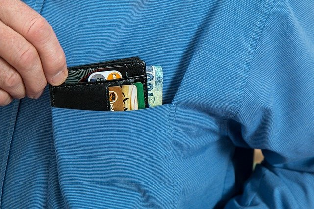 peněženka v kapce