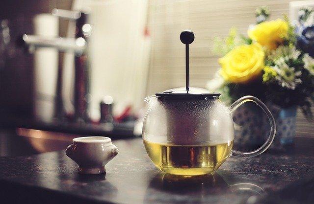 konvice se sítkem na čaj.jpg